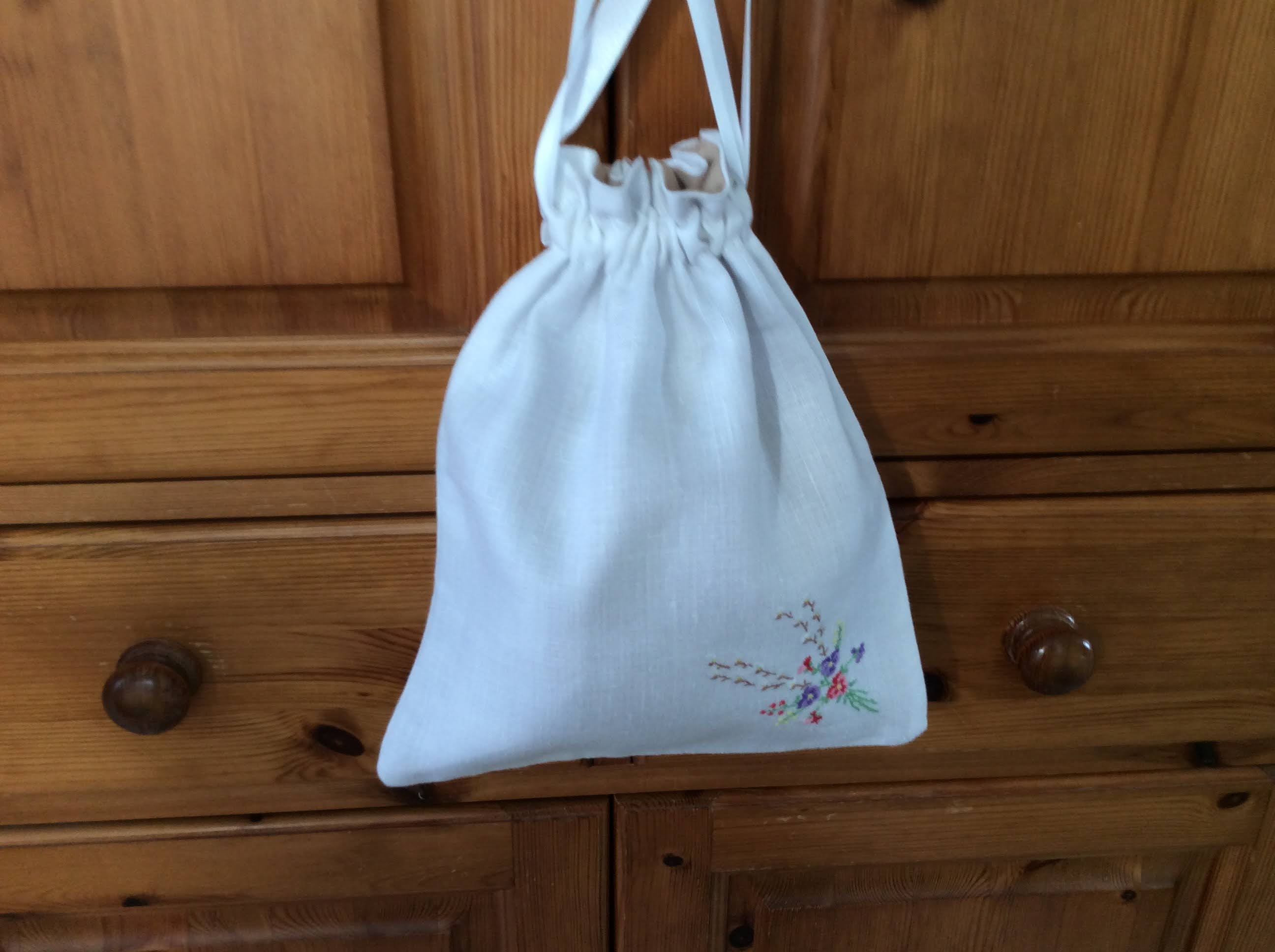 Drawstring Bag - embroidered bouquet