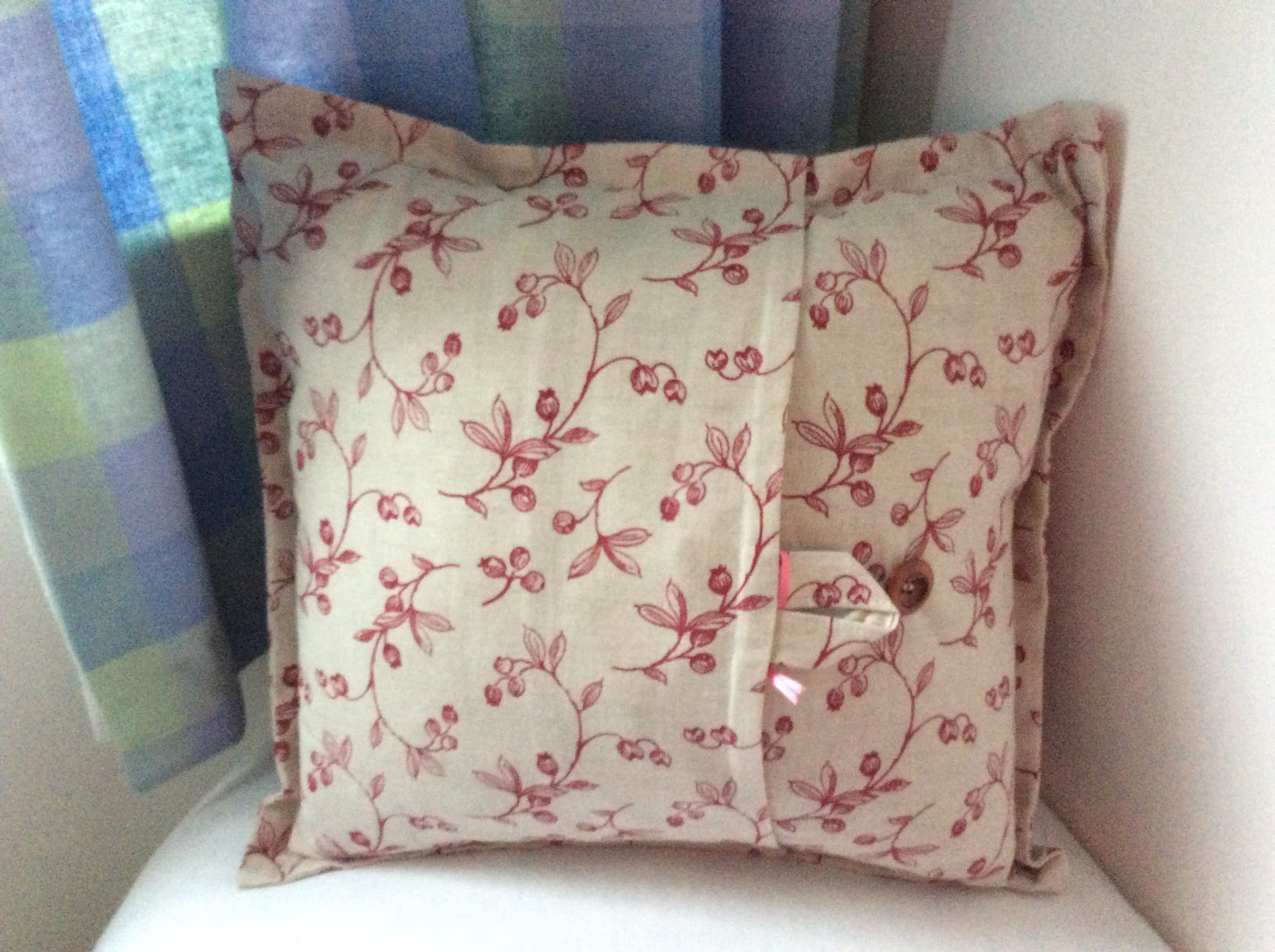 Cushion - red berries