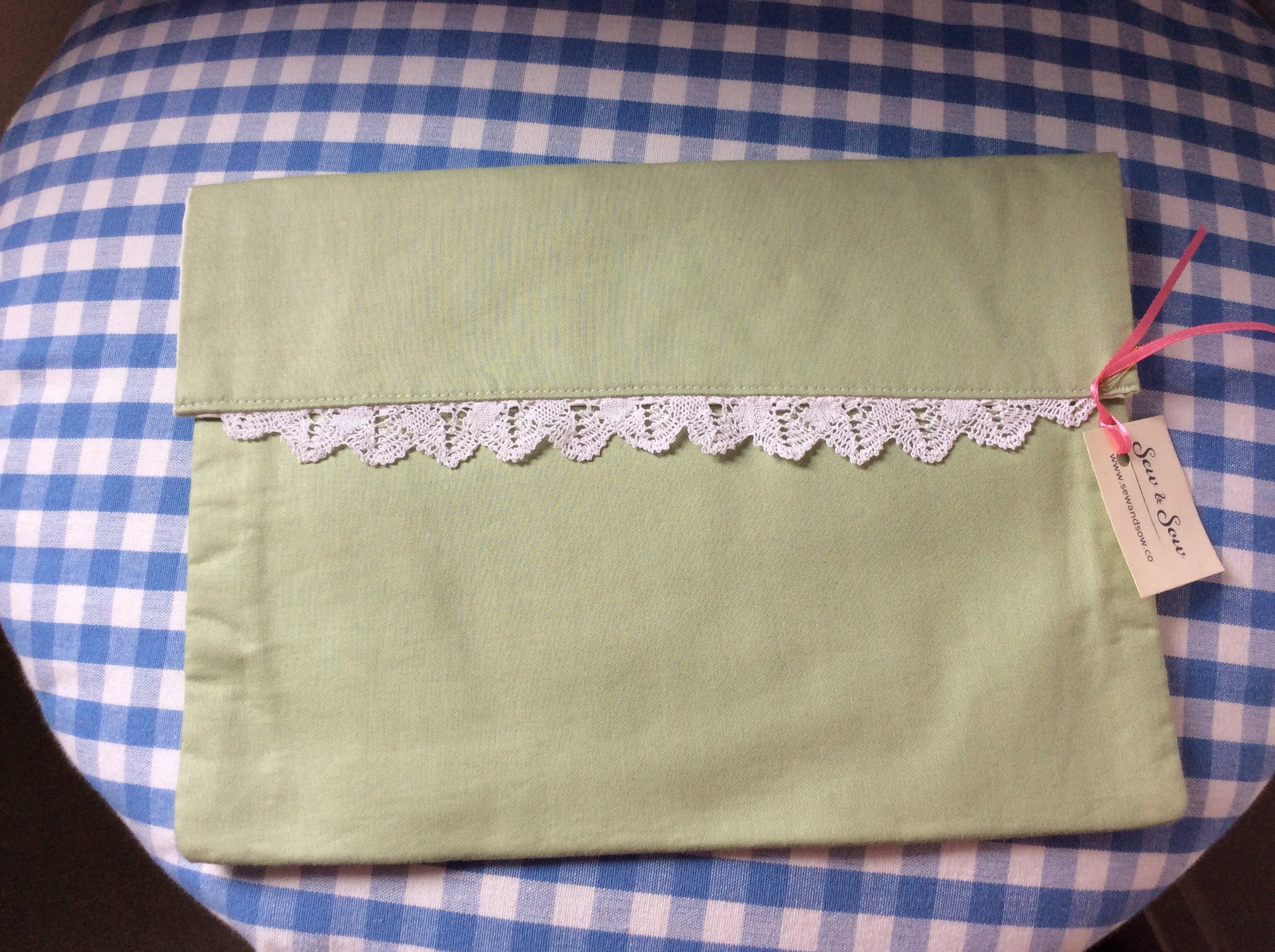 Handkerchief Pouch - green with lace