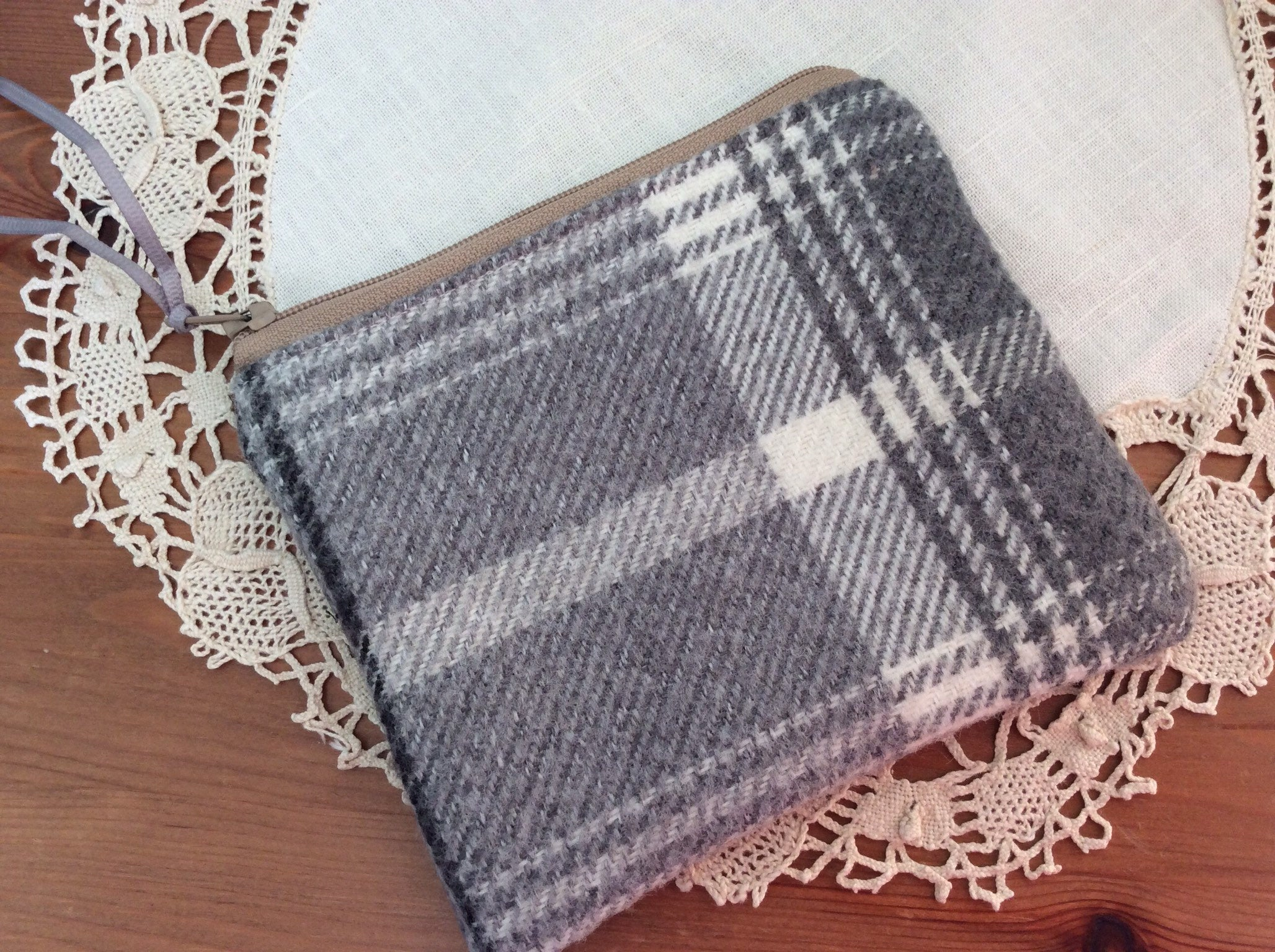 Zipped Purse - grey and beige